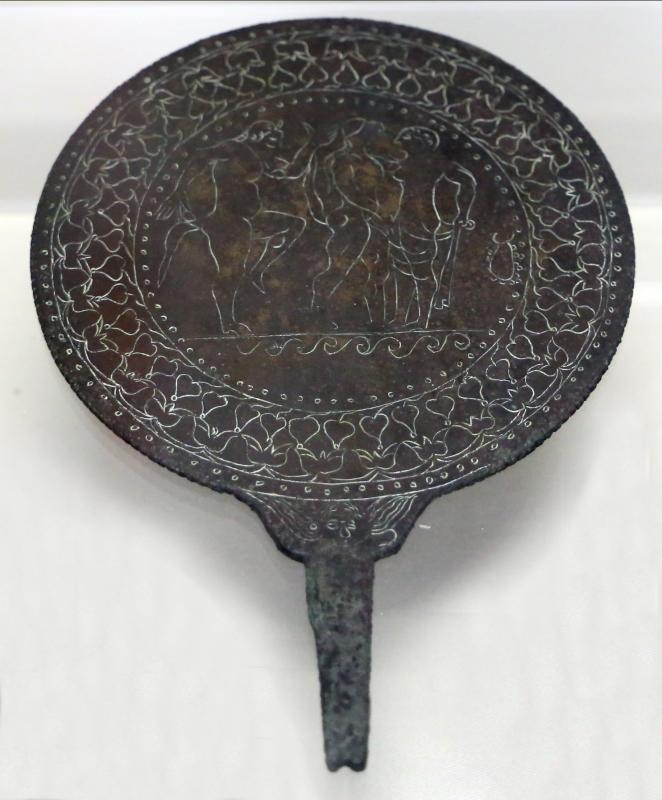 Etruria, specchio con incisioni mitologiche e manico configurato, III-II secolo ac. 06 - Sailko - Parma (PR)