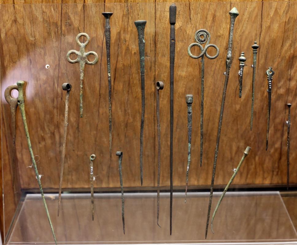 Bronzo medio e recente, spilloni, da castione dei marchesii, xvi-xii secolo ac. ca - Sailko - Parma (PR)