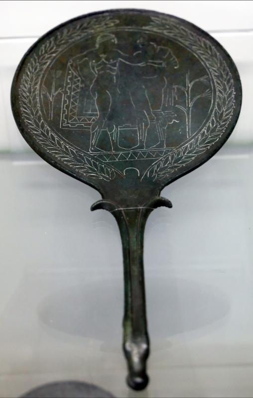Etruria, specchio con incisioni mitologiche e manico configurato, III-II secolo ac. 02 - Sailko - Parma (PR)