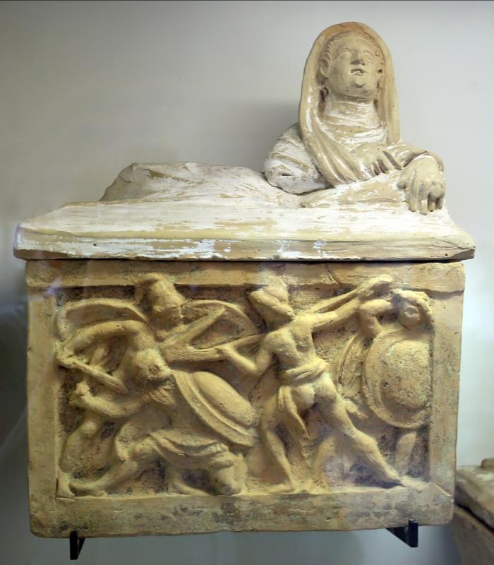 Volterra, urna cineraria con scena di combattimento (guerriero con aratro) 01 - Sailko - Parma (PR)