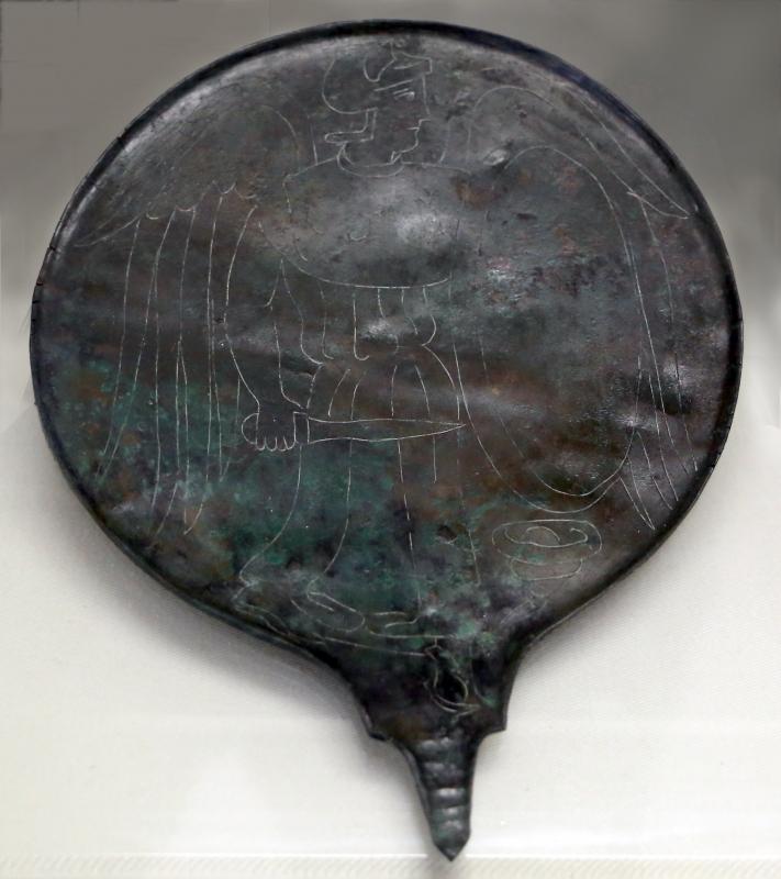 Etruria, specchio con incisioni mitologiche e manico configurato, III-II secolo ac. 05 - Sailko - Parma (PR)
