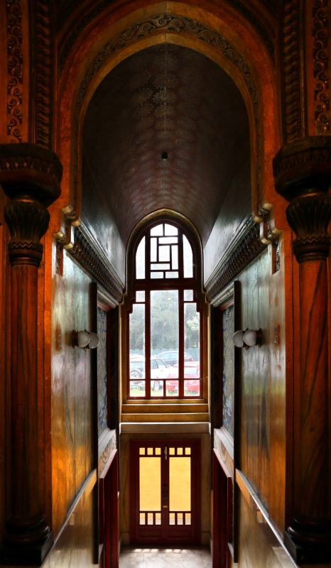 Salsomaggiore, ex-grand hotel, interno, taverna rossa, di galileo chini, 00 scala di accesso - Sailko - Salsomaggiore Terme (PR)