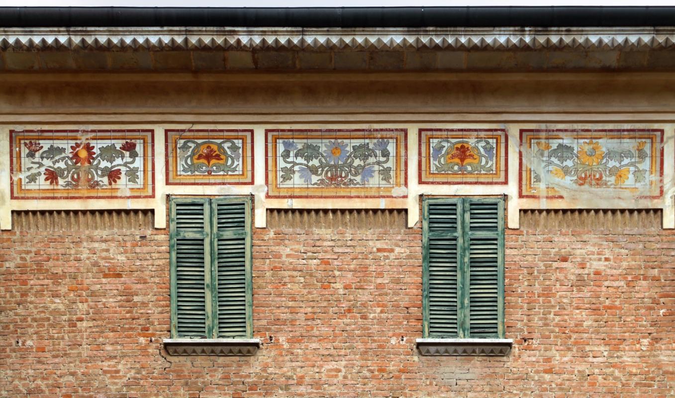 Salsomaggiore, ex-grand hotel, esterno 04 decorazioni di galileo chini 0 - Sailko - Salsomaggiore Terme (PR)