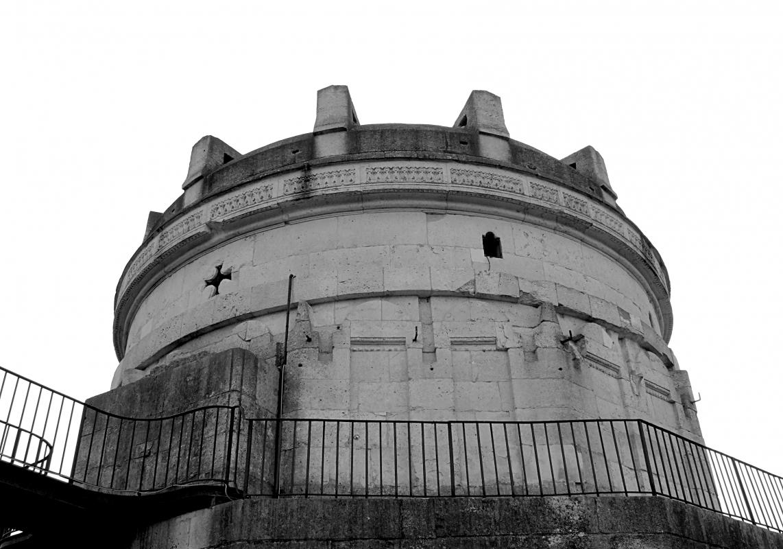 Mausoleo di Teodorico in Bianco e nero - Angela Rosaria - Ravenna (RA)