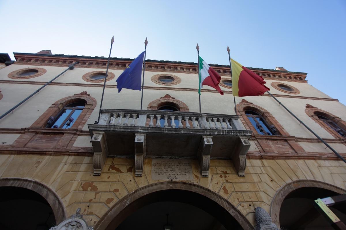 Palazzo comunale prospettiva - mario casadio - Ravenna (RA)