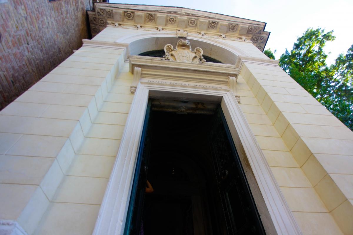 Tomba di dante prospettiva2 - Mario Casadio - Ravenna (RA)
