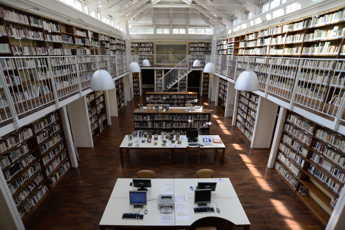Biblioteca dal ballatoio - Bruno Ferri - Massa Lombarda (RA)
