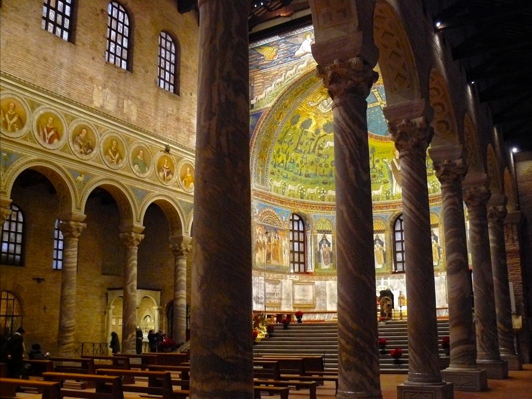 Scorcio tra le colonne - Gianni Saiani - Ravenna (RA)