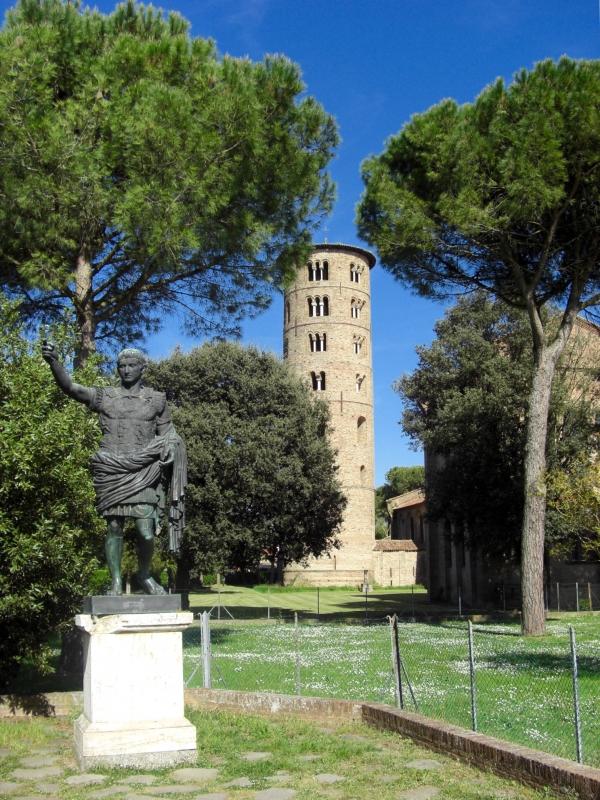 Campanile di Sant'Apollinare in Classe e monumento a Giulio Cesare - Clawsb - Ravenna (RA)
