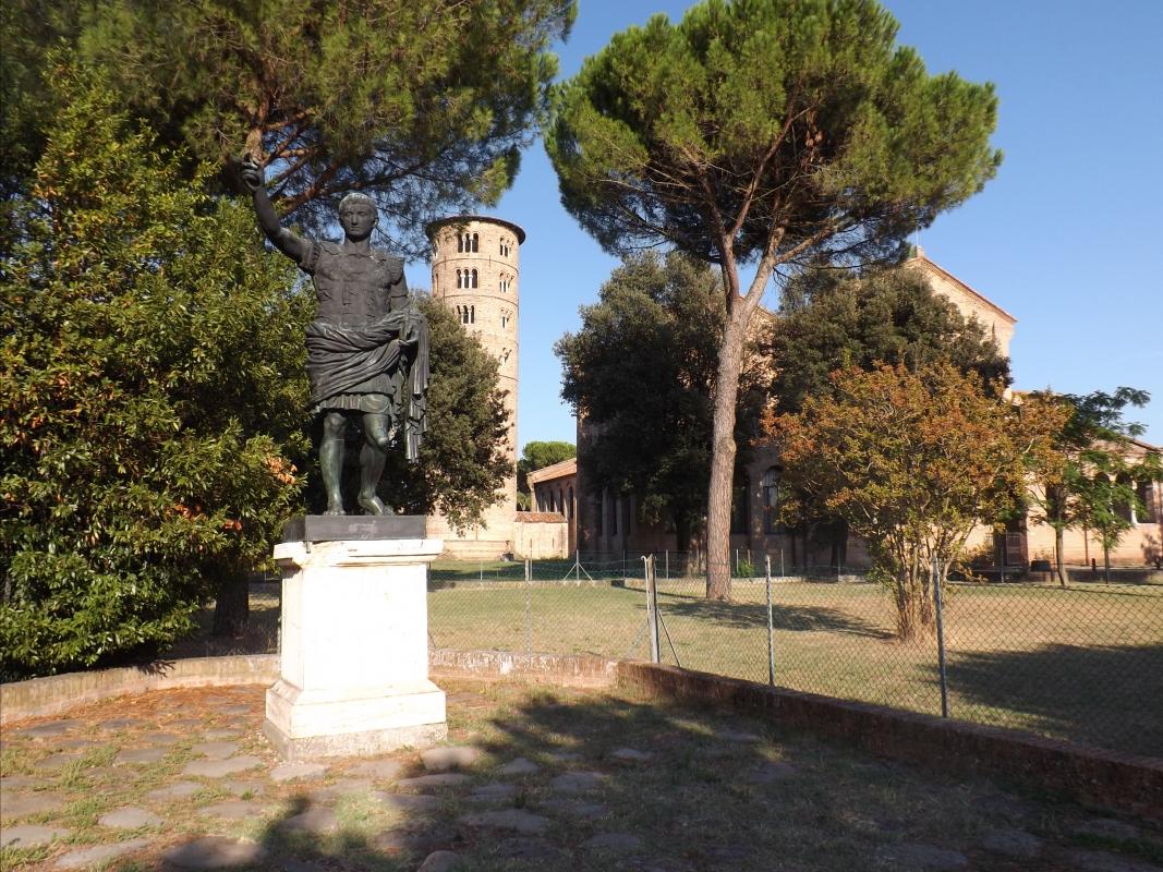 Statua di Augusto e basilica di Sant'Apollinare in Classe - Cristina Cumbo - Ravenna (RA)