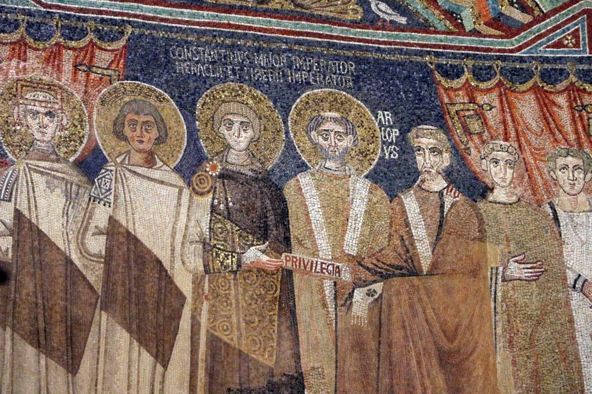 Sant'apollinare in classe, mosaici del catino, costantino IV e i fratelli consegnano a eraclio I privilegi per ravenna, 650-700 ca. (molto restaurato) 03 - Sailko - Ravenna (RA)