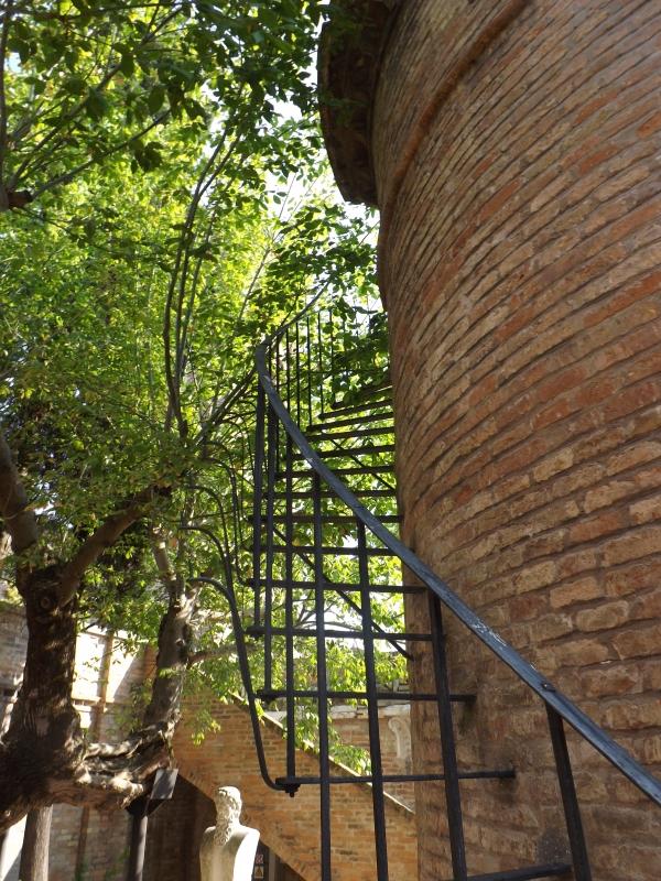 Scala a chiocciola della torretta - Cristina Cumbo - Ravenna (RA)