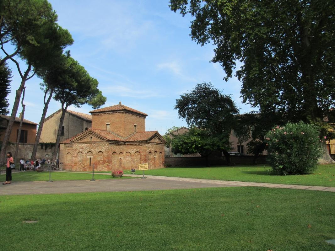 Mausoleo di Galla Placidia esterno - Lorenza Tuccio - Ravenna (RA)