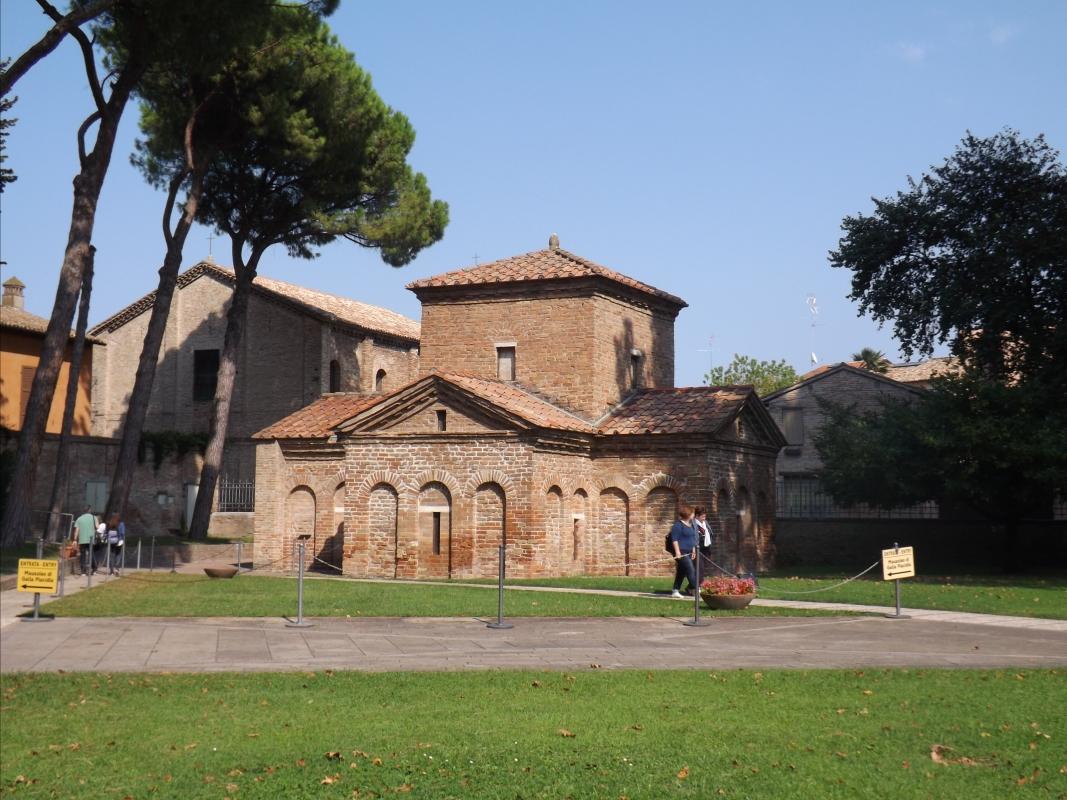 Mausoleo di Galla Placidia - esterno - Cristina Cumbo - Ravenna (RA)