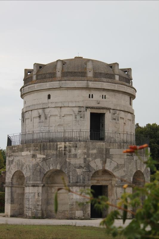 Mausoleo primo piano - Chiara Dobro - Ravenna (RA)