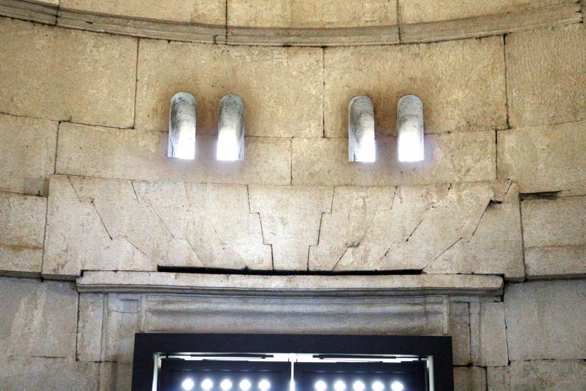 Mausoleo di teodorico, interno, camera superiore, piattabanda - Sailko - Ravenna (RA)