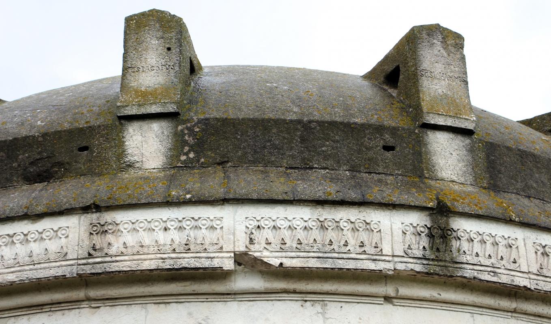 Mausoleo di teodorico, esterno, fregio a tenaglia 02 - Sailko - Ravenna (RA)