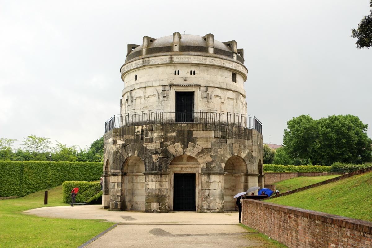 Mausoleo di teodorico, esterno 01 - Sailko - Ravenna (RA)
