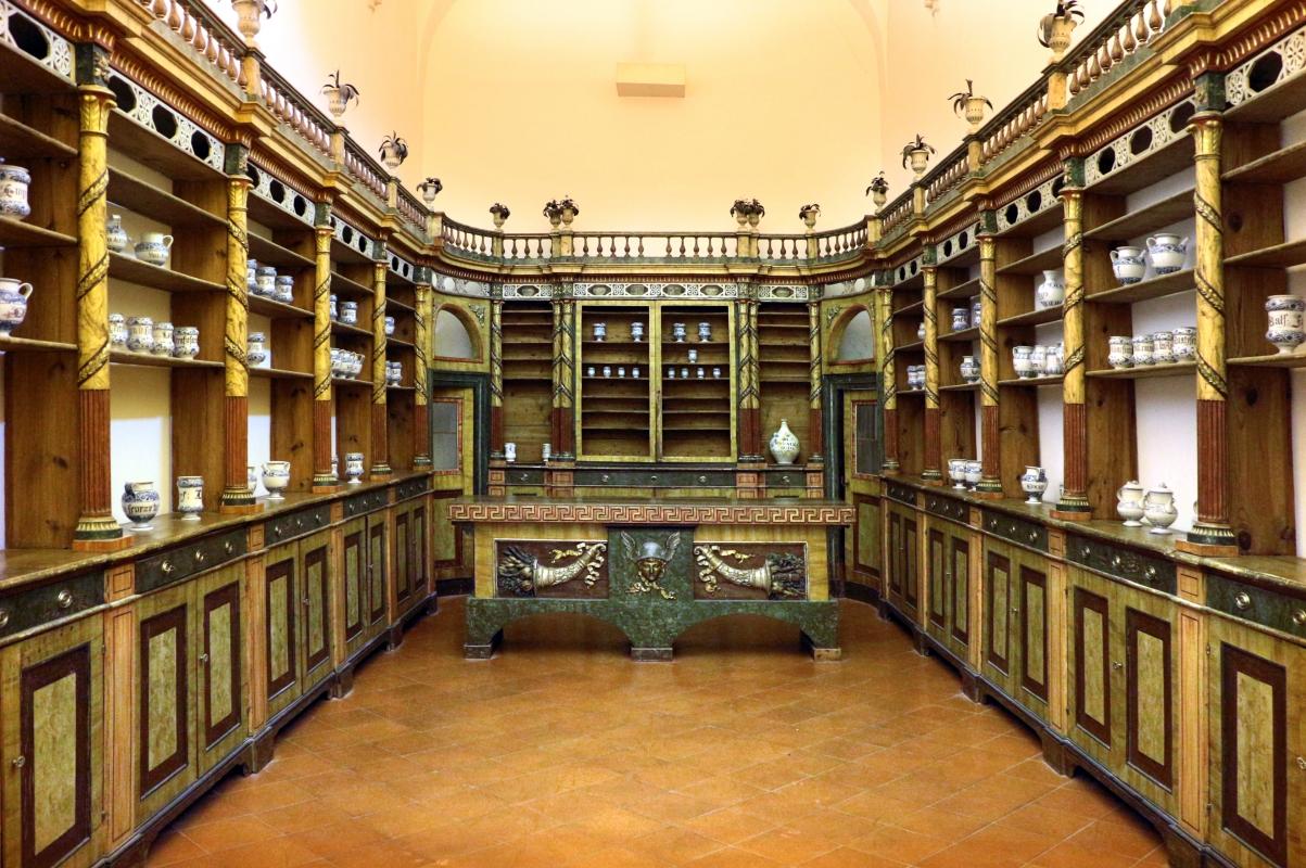 Mobile da farmacia del xviii secolo, da farmacia dei mori in via mazzini a ravenna, vasi del xvii-xviii secolo - Sailko - Ravenna (RA)