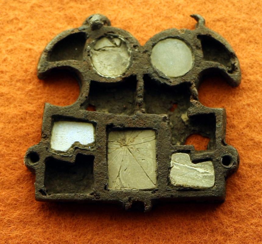 Placca bronzea con due teste divergenti di rapaci, 490 dc ca - Sailko - Ravenna (RA)