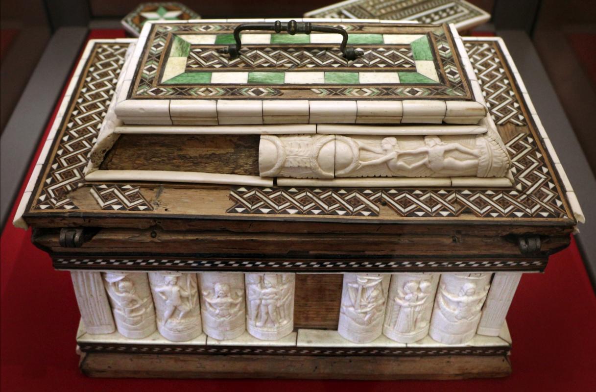 Bottega a tratteggi, cofanetto con scene delle storie di paride, italia del nord, 1425-1450 ca - Sailko - Ravenna (RA)