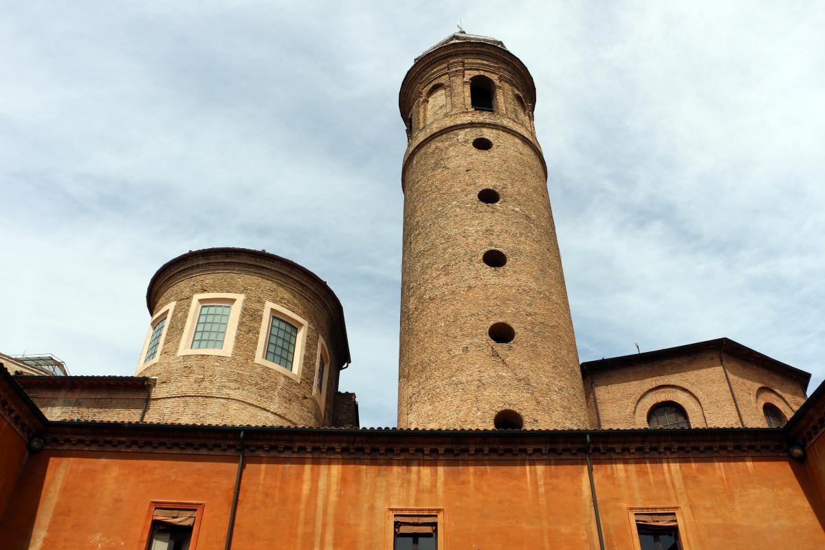 Ravenna, san vitale, primo chiostro, veduta sul campanile - Sailko - Ravenna (RA)