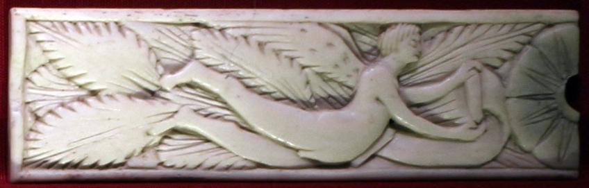 Bottega embriachesca, placchetta con genio alato, da un cofanetto, osso, 1450 ca - Sailko - Ravenna (RA)