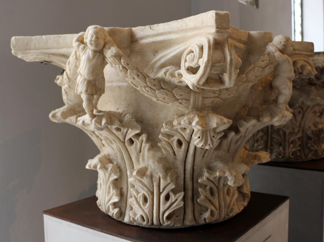 Capitello con puttini reggifestoni, III-IV sec., prov. ignota - Sailko - Ravenna (RA)