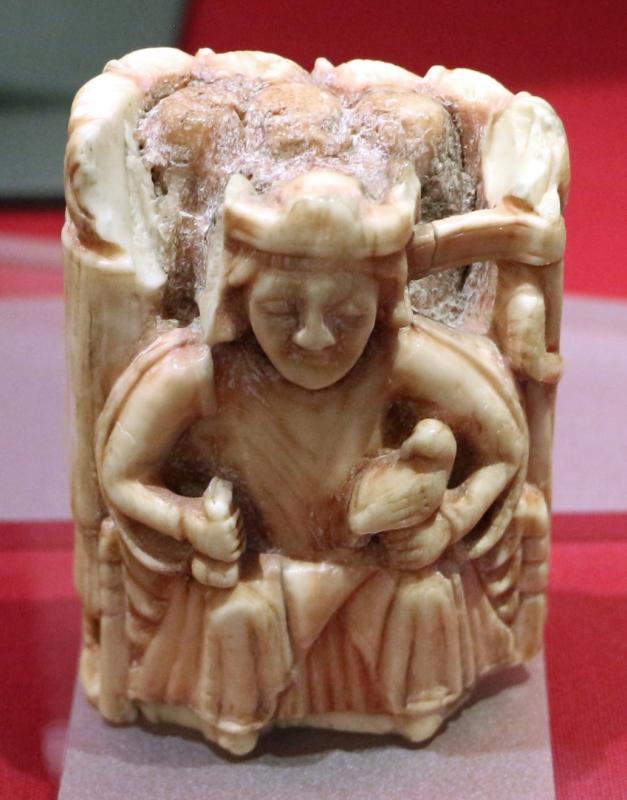 Europa del nord, pezzo per gli scacchi, re in trono, avorio di tricheco, 1190-1210 ca - Sailko - Ravenna (RA)