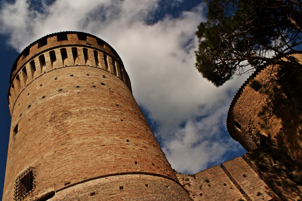 Con il naso all'insù verso la Rocca Manfrediana - Silvia Spinelli - Brisighella (RA)