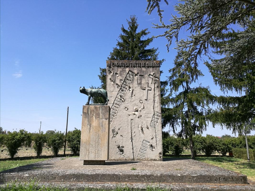 Monumento ai caduti 1, all'esterno del cimitero monumentale di Massa Lombarda - Drake9996 - Massa Lombarda (RA)