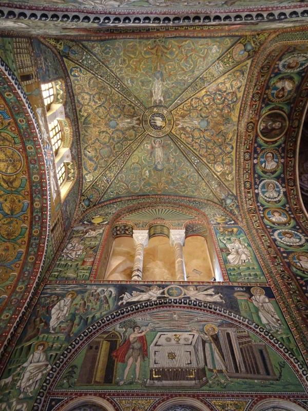 Gli splendidi interni mosaicati - Lisavit - Ravenna (RA)