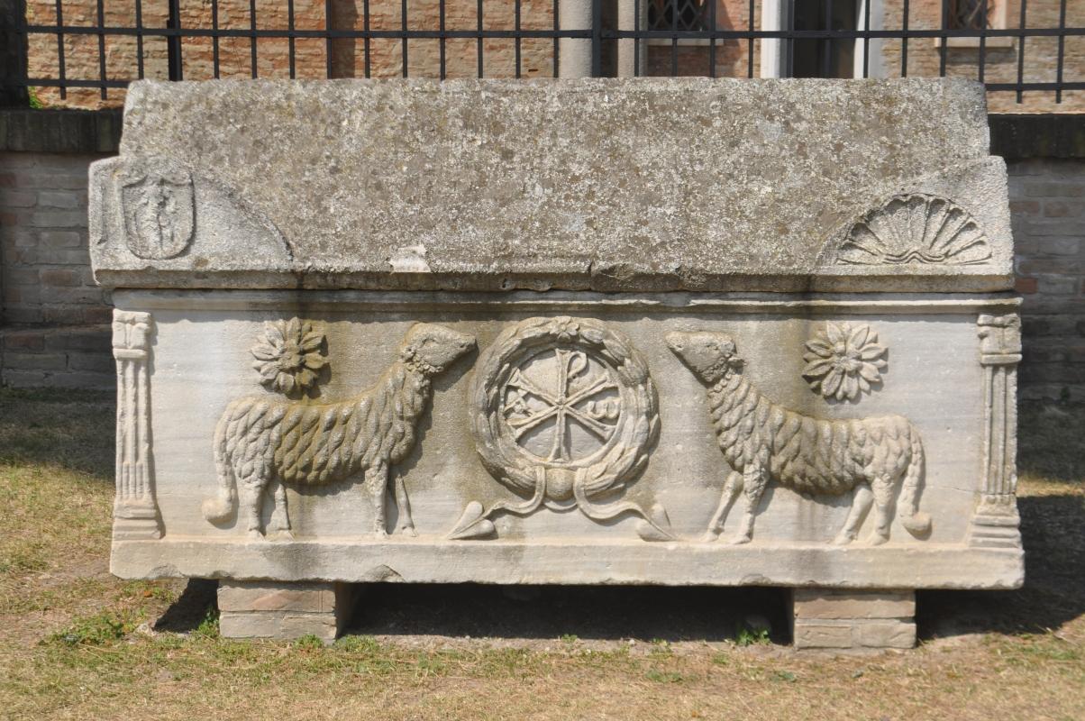 SanVitale exterior sarcofago cristiano - Hispalois - Ravenna (RA)