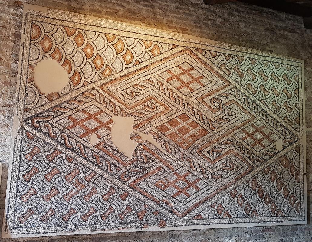 Chiesa di San Salvatore ad Chalchis cosiddetto Palazzo di Teodorico pavimento musivo appeso1 - Opi1010 - Ravenna (RA)