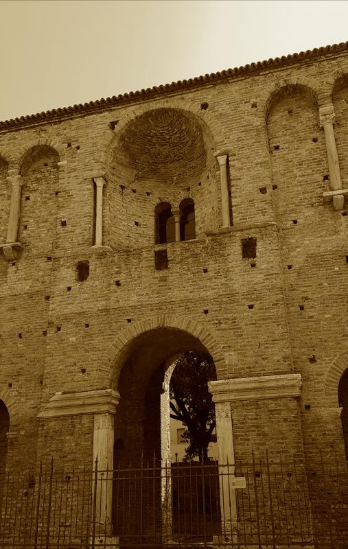 Chiesa di San Salvatore ad Chalchis cosiddetto Palazzo di Teodorico dettaglio facciata verticale - Opi1010 - Ravenna (RA)