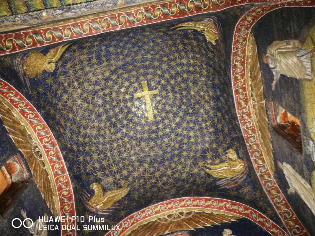 Mausoleo di Galla Placidia - soffitto centrale con il chiasmo - LadyBathory1974 - Ravenna (RA)