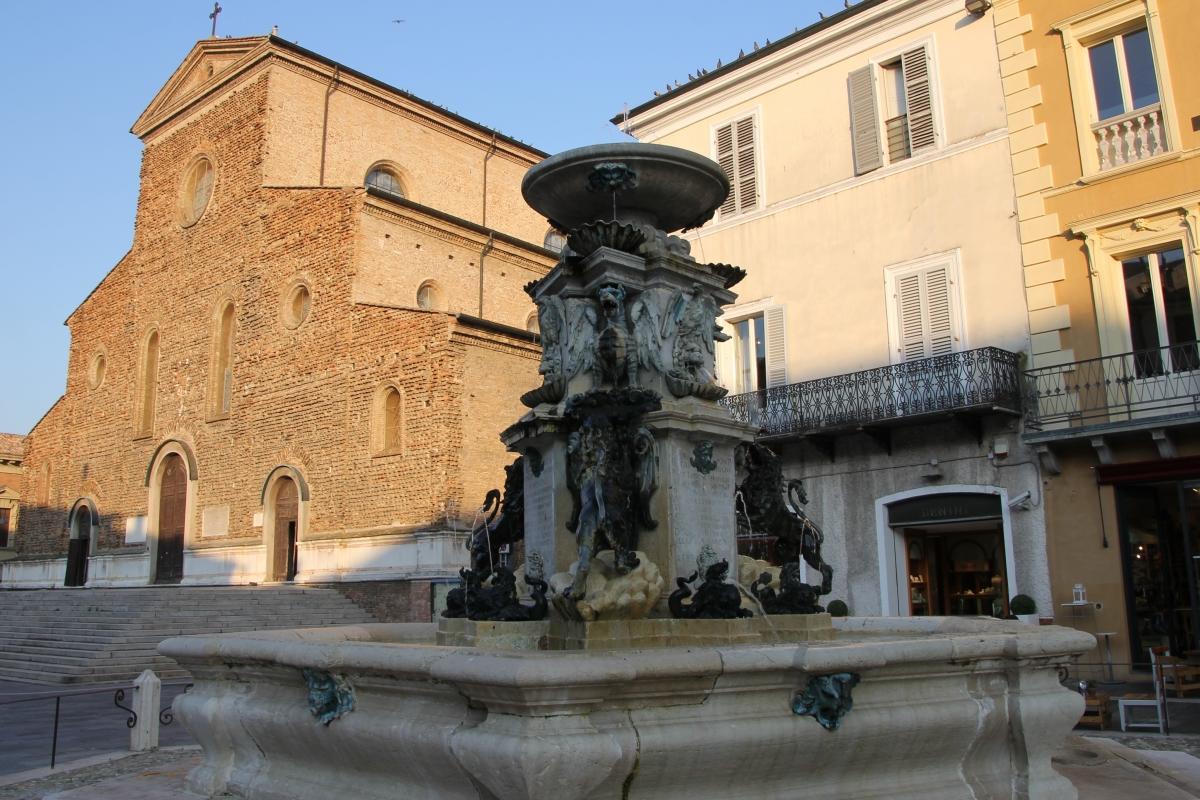Faenza, fontana monumentale (03) - Gianni Careddu - Faenza (RA)