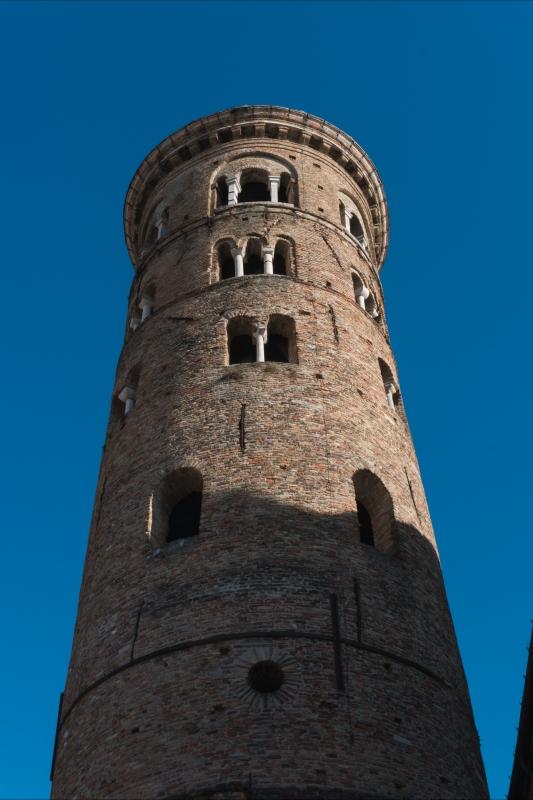 Torre del museo arcivescovile da vicino - Federico Bragee - Ravenna (RA)