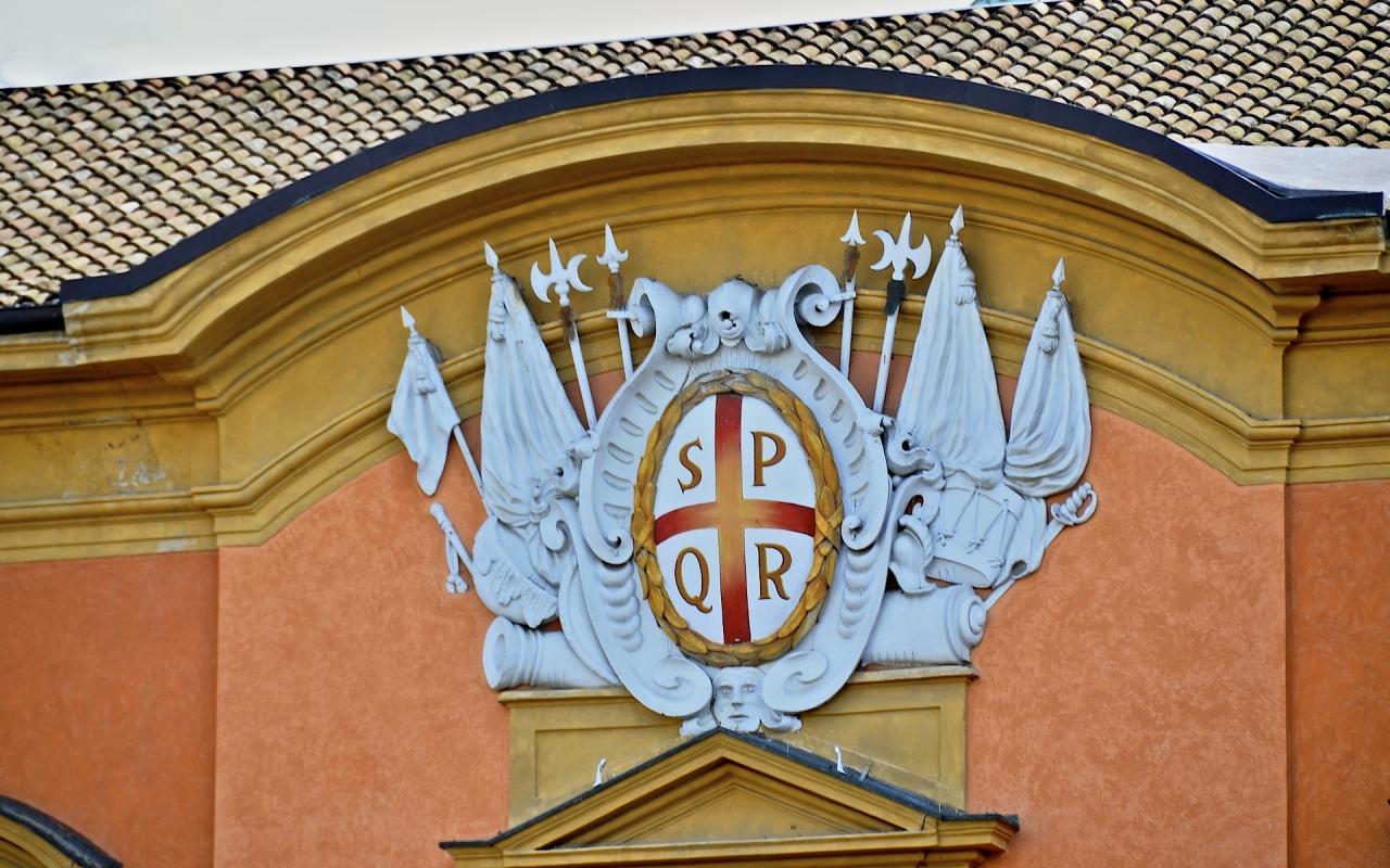 Stemma di Reggio Emilia sul Palazzo Municipale - Caba2011 - Reggio nell'Emilia (RE)