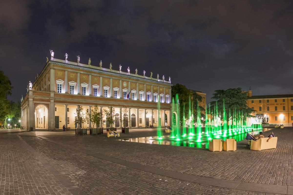Piazza Martiri del 7 Luglio - Notturna - Alessandro Azzolini - Reggio nell'Emilia (RE)