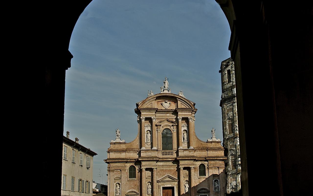 Piazza San Prospero con la Basilica del Patrono della città - Caba2011 - Reggio nell'Emilia (RE)