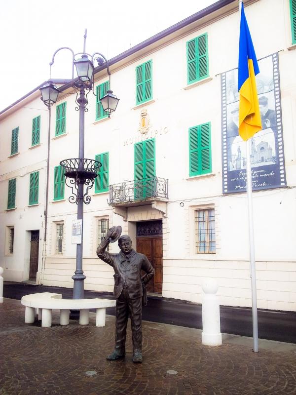 Peppone e il municipio - Opi1010 - Brescello (RE)