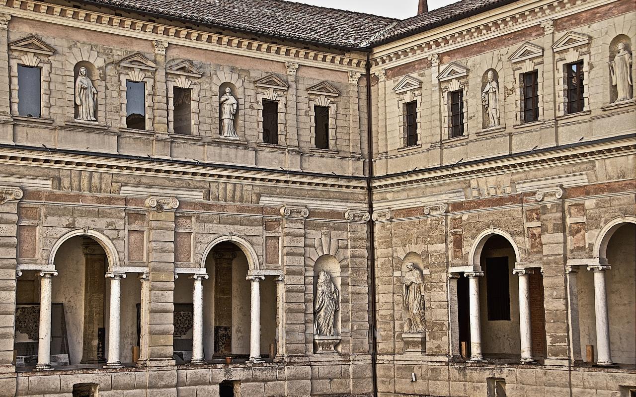 Cortile interno Chiostri di San Pietro - Caba2011 - Reggio nell'Emilia (RE)
