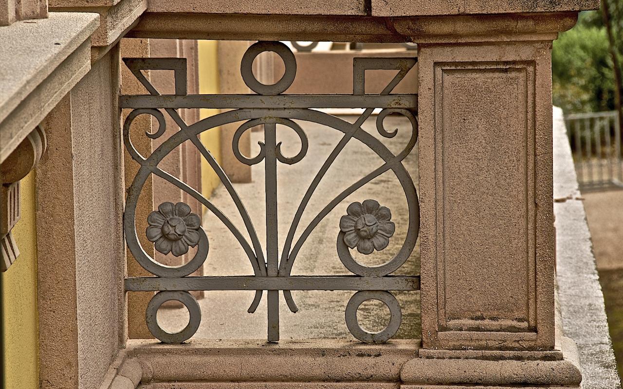 Particolare ringhiere balconi in ferro battuto in stile Liberty - Caba2011 - Reggio nell'Emilia (RE)