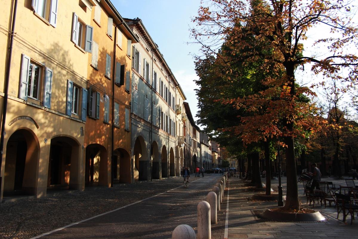 Piazza Fontanesi autunnale (2) - Giulia Bonacini Ph - Reggio nell'Emilia (RE)