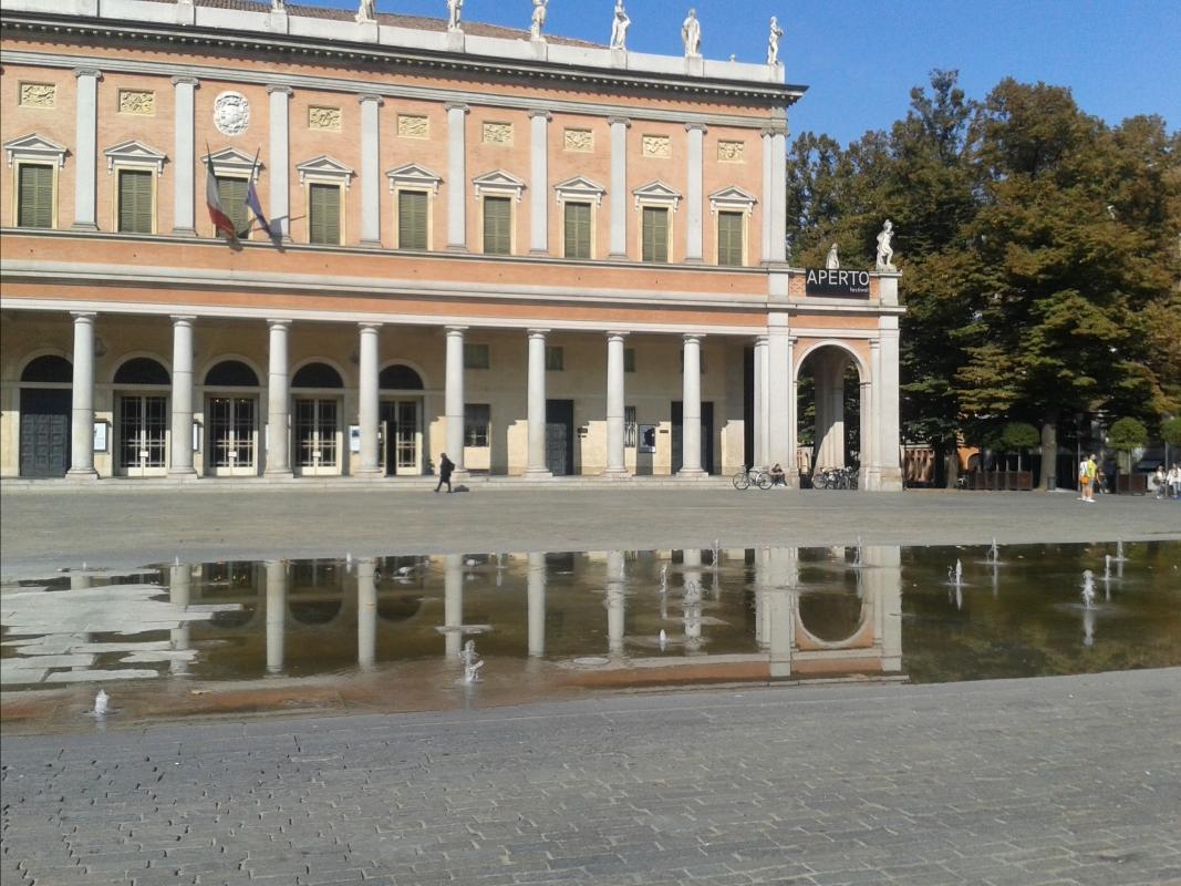 Il teatro e la fontana - Rossella-reggio - Reggio nell'Emilia (RE)