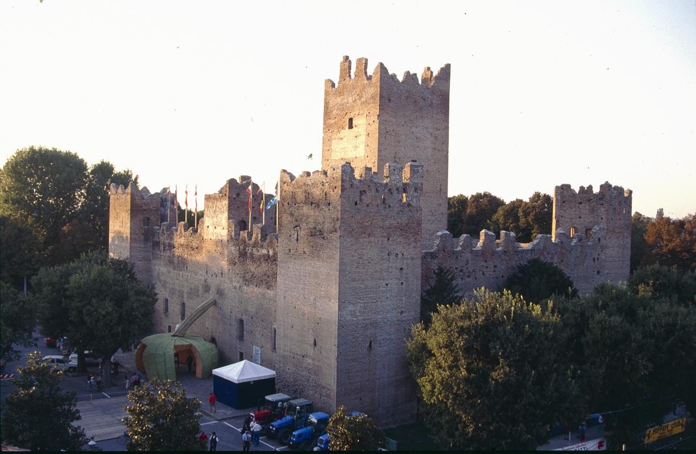 Rocca e mastio nel giorno della festa della zucca - Claudio Magnani - Reggiolo (RE)