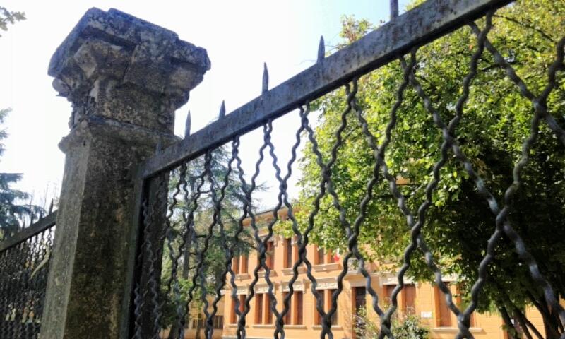 Scuola elementare Campagnola Emilia..in una tranquilla domenica - Ceci.melani - Campagnola Emilia (RE)