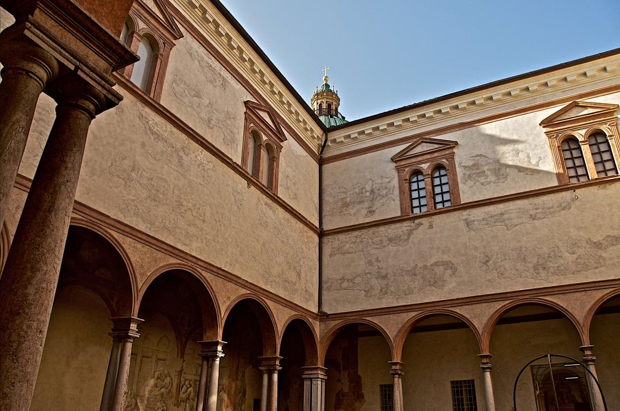 I Chiostri di San Pietro con la cupola dell'omonima chiesa - Caba2011 - Reggio nell'Emilia (RE)