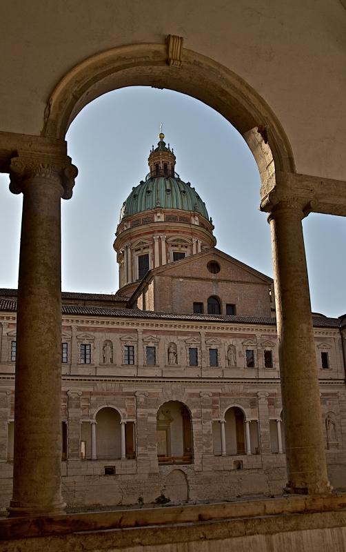 La chiesa vista dai chiostri - Caba2011 - Reggio nell'Emilia (RE)